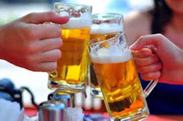 Mùa hè với câu hỏi uống bia có tốt không?